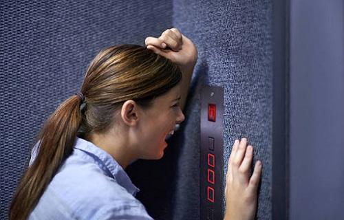اصلی ترین نشانه های ترس از آسانسور
