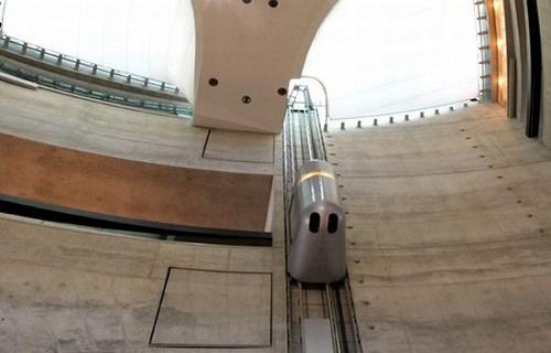 شگفت انگیزترین آسانسورهای جهان در موزه مرسدس